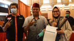 Wakil Gubernur Jawa Barat, Uu Ruzhanul Ulum (pakai peci merah)