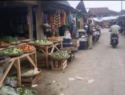 Warga dan Pedagang Minta Tertibkan Pedagang Kaki Lima Yang Mangkal Didepan Pasar Metro