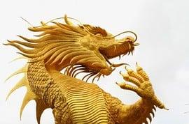 Der chinesischer Golddrache faucht (Foto: wiangya - Fotolia.com)