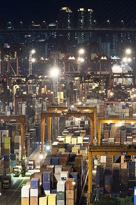 Container-Hafen in Hongkong: Alles was hier nach China geliefert wird, erscheint in der Hongkonger Handelsstatistik.