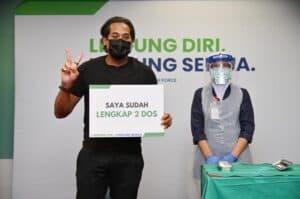 YB Khairy Jamaluddin bersama petugas petugas barisan hadapan menerima dos kedua vaksin Sinovac 2
