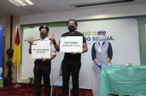 YB Khairy Jamaluddin bersama petugas petugas barisan hadapan menerima dos kedua vaksin Sinovac 8