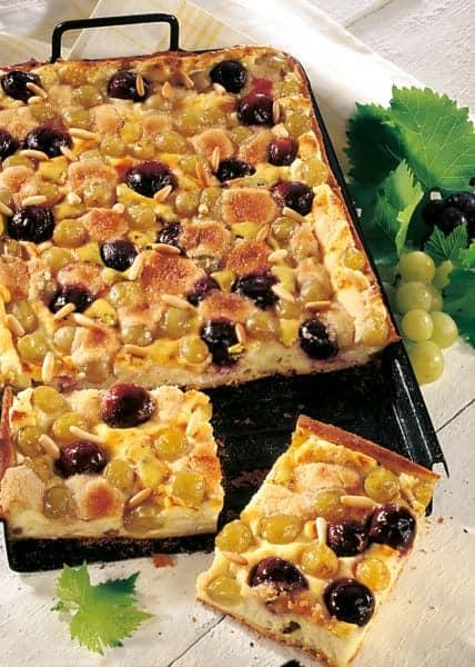 Trauben-Topfenkuchen mit Streuseln