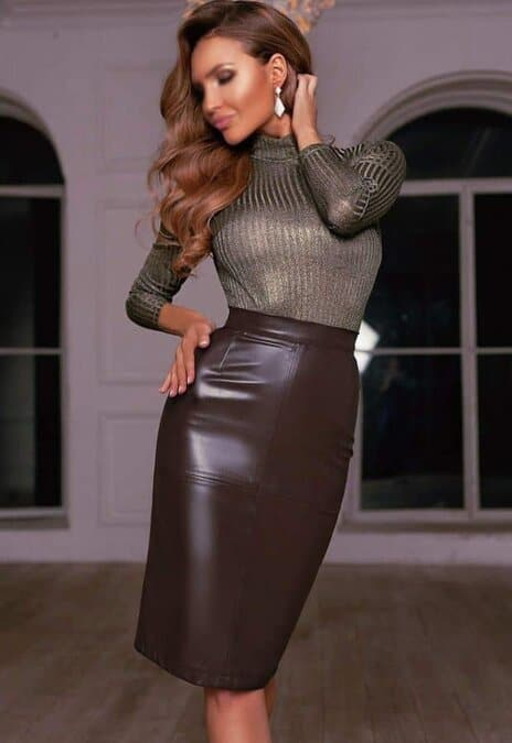 Adaptée aux mondanités, une jupe plus longue attire tout en maintenant une distance