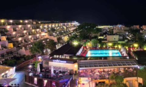 Vacances au Cap d'Agde - Une vie nocturne débridée
