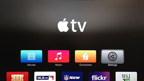 Schermata Apple TV con il pulsante Settings evidenziato.