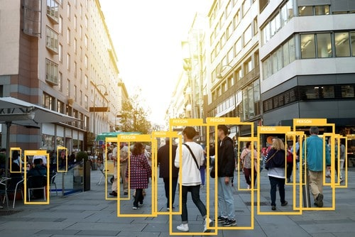 analytics-on-a-crowd-in-the-street
