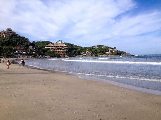 In Mexiko surfen lernen kann man hier gut: Sayulita Surfbeach