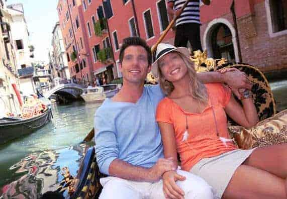 Quoi de plus romantique que de visiter Venise pour embrasser une fille qui vous plaît ?
