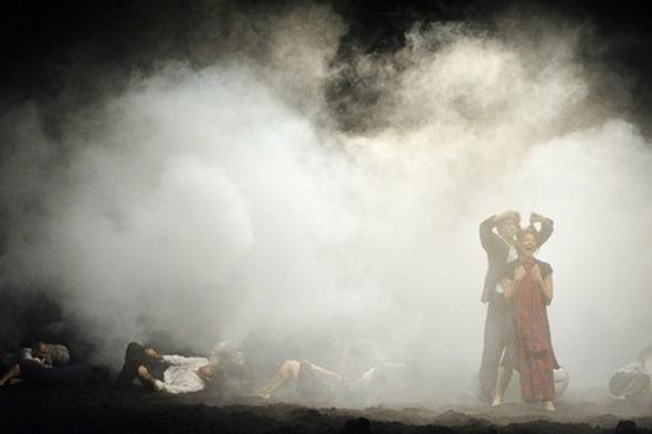 Tanztheater Wuppertal Pina Bausch in Aug dem Gebirge (photo: Karl-Heinz Krauskopf)