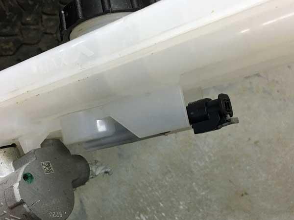 Brake fluid connector fits Tesla Model 3
