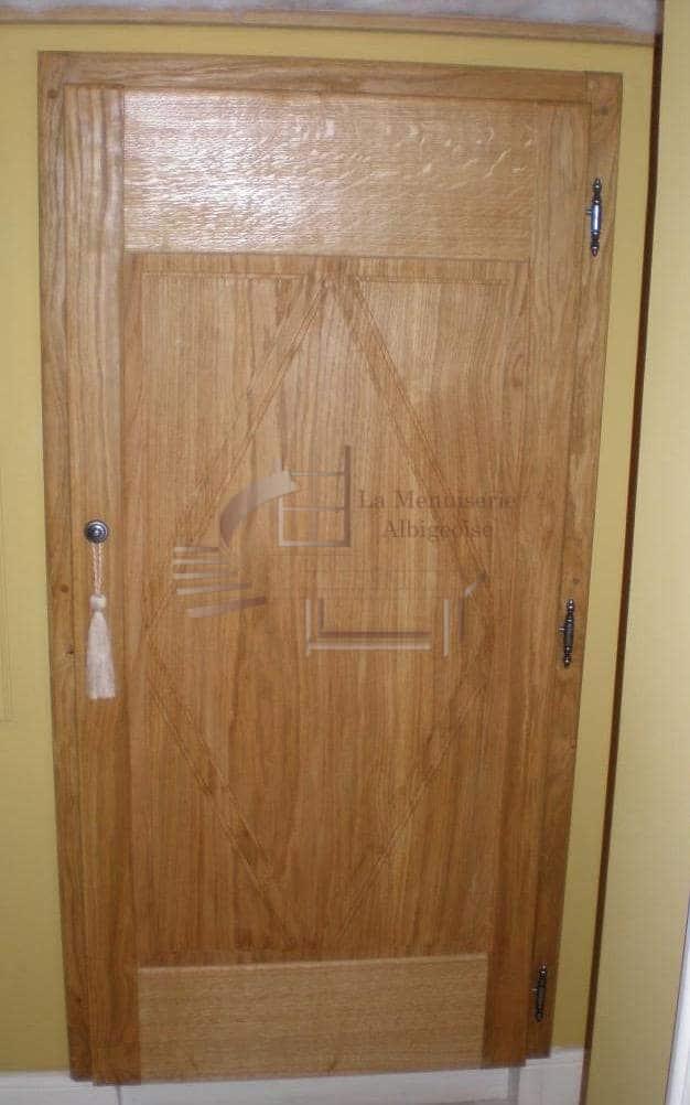 Porte d'intérieur en bois à Albi