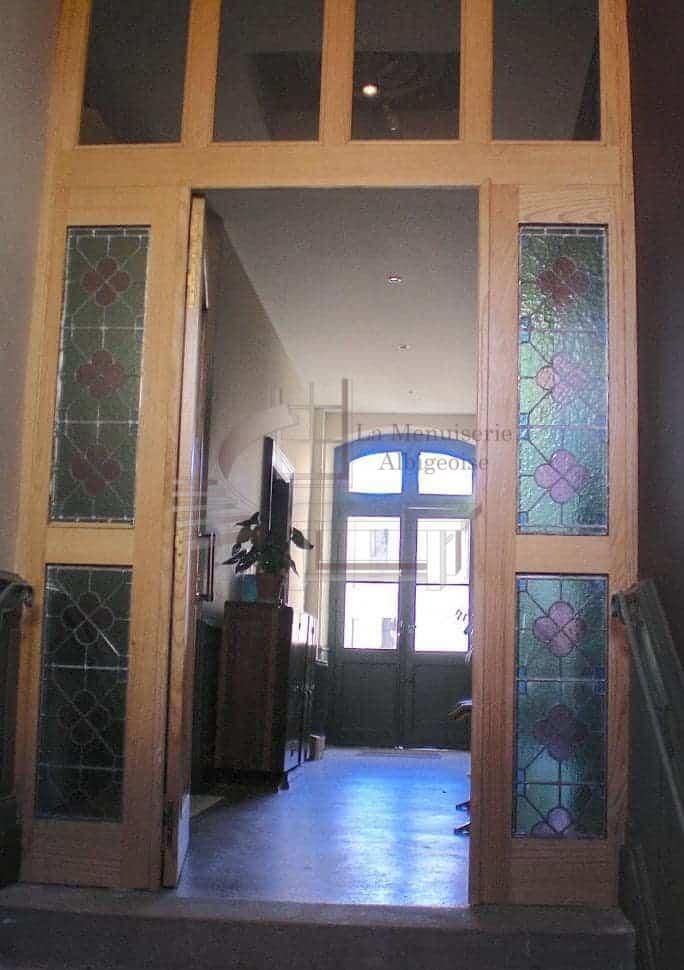 Porte d'intérieur avec vitrail