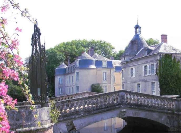 Consulter les annonces de couples dispo dans les Pays de la Loire aboutit souvent à un plan cul direct, dans un esprit candau