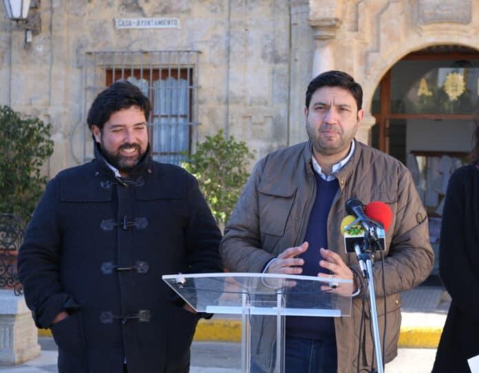 Asesor Raul García y el alcalde