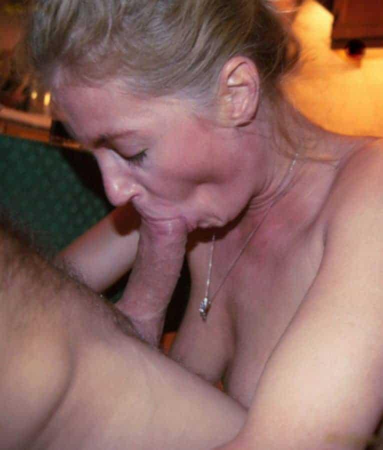 Femme sexy raffinée, elle s'applique passionément pour faire jouir son amant