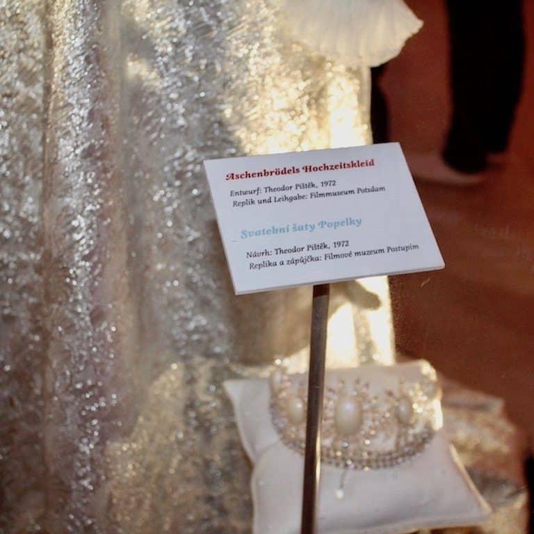 Drei Haselnüsse für Aschenbrödel Drehort: Replik des Hochzeitskleides