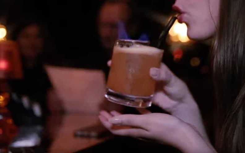 La Divine Alcôve, un bar coquin pour boire d'excellents cocktails, personnalisés sur demande