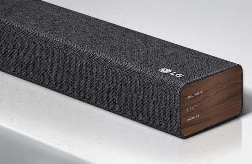 Diseño LG SP2 con tela en color oscuro y laterales en madera