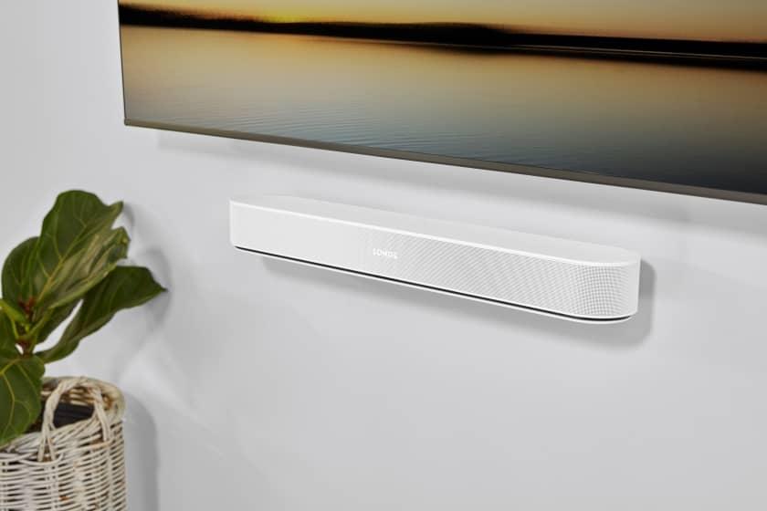 Sonos Beam de segunda generación colgada a la pared