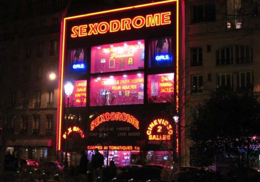 Le Sexodrome attire l'attention de jour comme de nuit