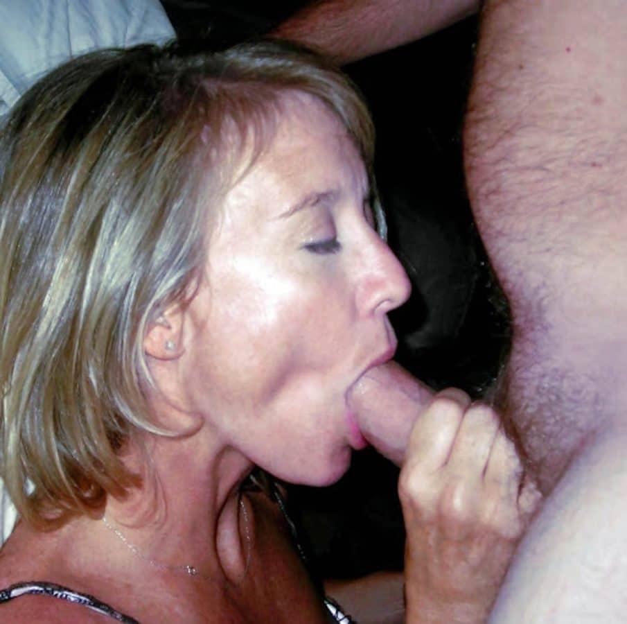 Quand une salope mariée ferme ainsi les yeux, c'est qu'elle adore la bite qu'elle suce
