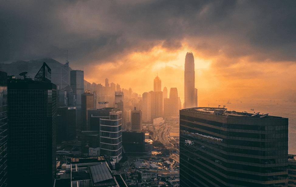 Hong Kong est une autre ville utilisant des lampadaires économes en énergie intégré à des capteurs. Ils sont même déjà compatibles avec une connectivité 5G à l'épreuve du temps.