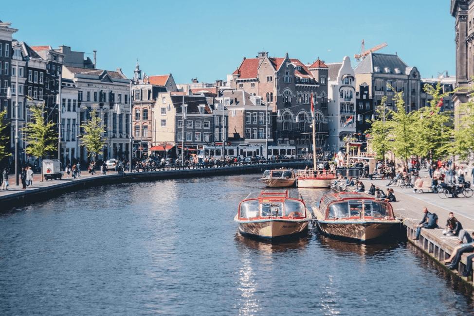 Il y a peu d'autres endroits dans le monde qui adoptent la vision de la ville intelligente aussi sérieusement qu'Amsterdam, principalement en raison de l'initiative Amsterdam Smart City.