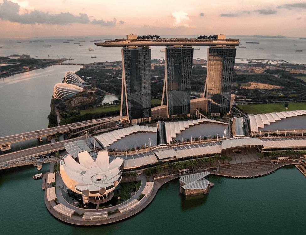 La cité-État de Singapour est la première ville au monde à lancer un système de taxis sans conducteur, et d'ici 2022, des bus sans conducteur.
