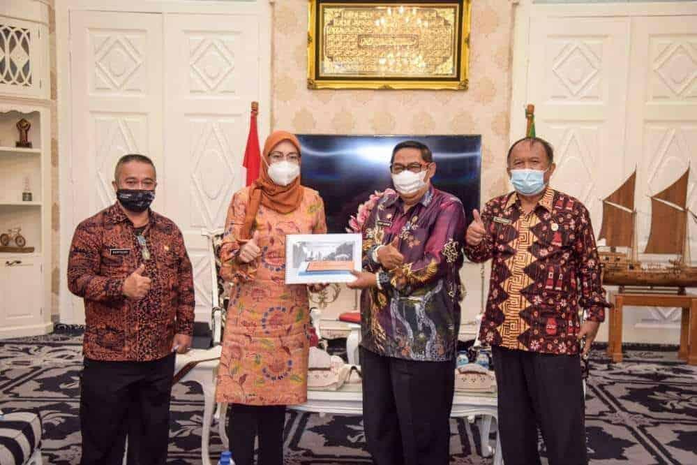 Bupati Anne Ratna Mustika bersama Sekda H. Iyus Permana