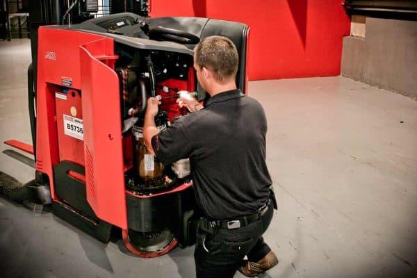 1500x708_lift_truck_service_carolina_handling