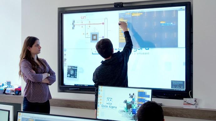 apprendre à programmer sur écran interactif au collège