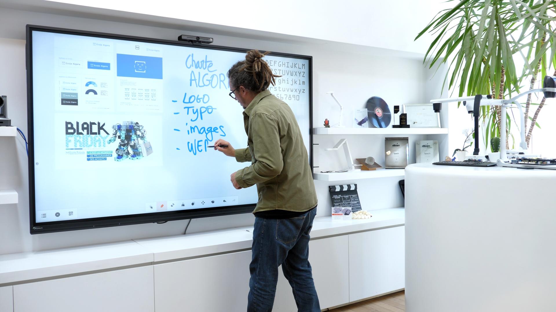 écran interactif pour directeur artistique