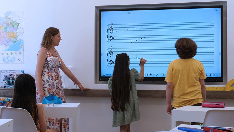 écran interactif école - apprendre la musique sur Iolaos